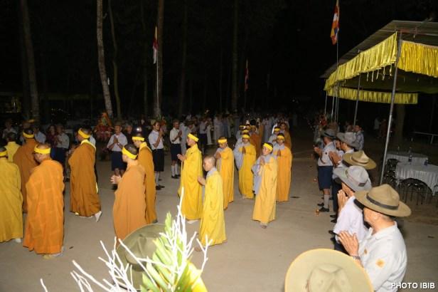 Môn đồ Pháp quyến và Huynh trưởng Gia Đình Phật tử rước Di ảnh làm Lễ Triệu Tổ