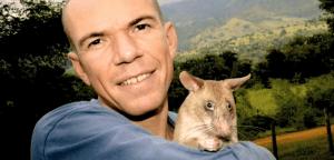 Bart Weetjens com um de seus ratos