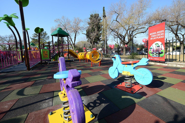 Nuevo espacio de juegos renovado en la plaza de Pacheco