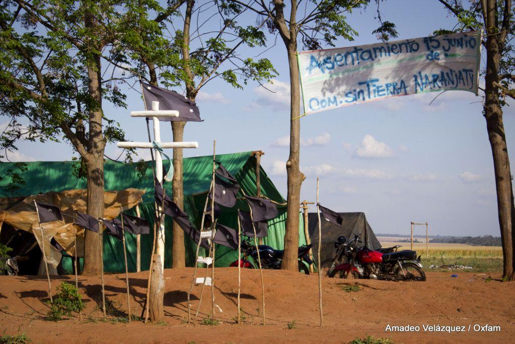 Campamento frente a la tierra estatal Marinakue, localidad de Curuguaty en el departamento de Canindeyú. Setiembre de 2013