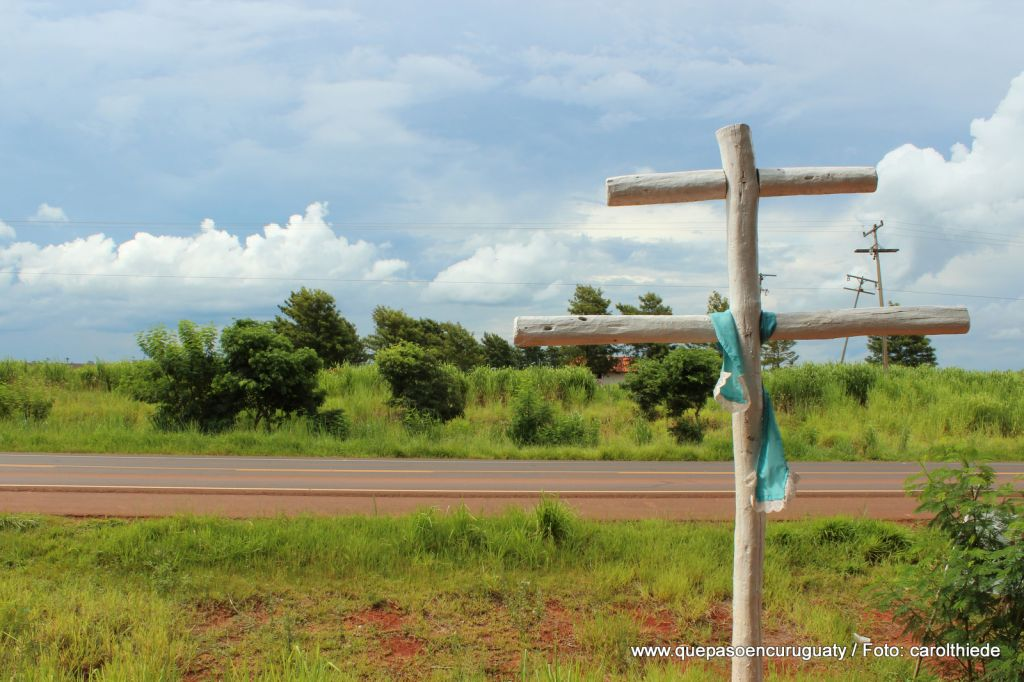 Sobre la ruta, entrada a las tierras de Marina kue. Diciembre de 2012, Curuguaty