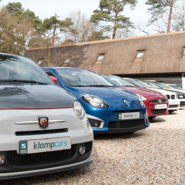 Showroomplaten Klomp Cars