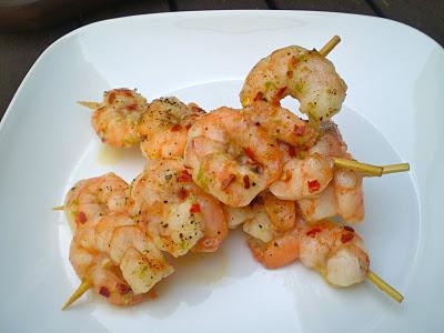 Receta: Brochetas de camarón crocante en salsa de coco