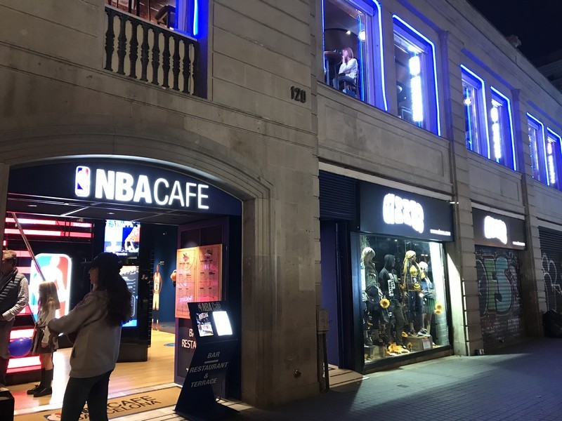 NBA Cafe restaurante que se cuece en bcn planes barcelona (38)