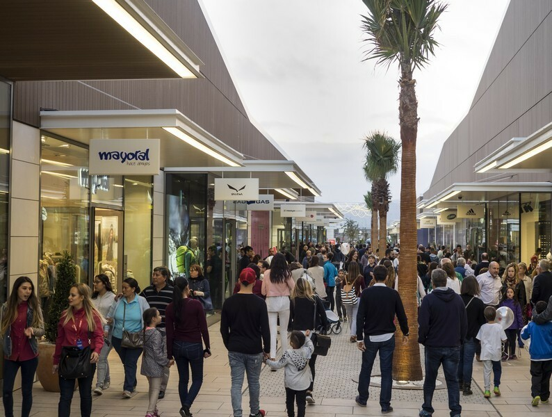 arrastrar habilitar inversión  Viladecans The Style Outlet, con cientos de tiendas a 20 min de Bcn