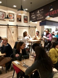 Restaurante La Quesera Barcelona fondues raclettes que se cuece en Bcn (7)