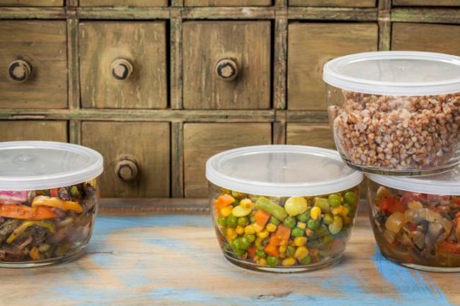 ¿Cuáles son los mejores recipientes para conservar los alimentos?