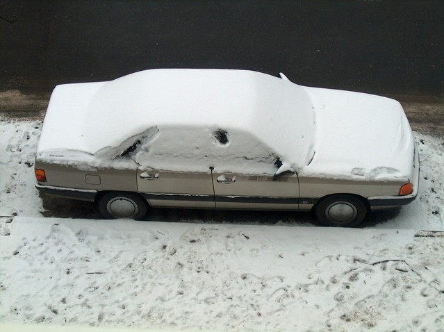 car-in-snow-1472508-639x478