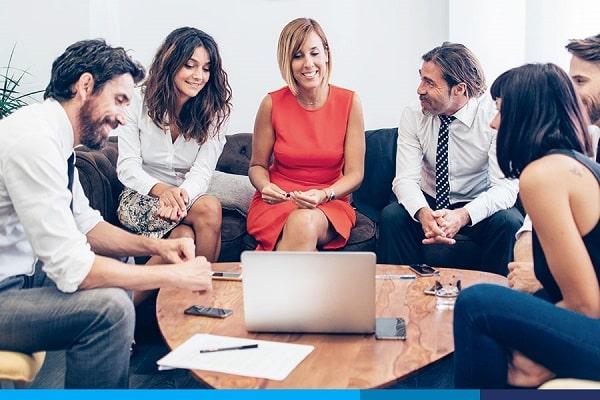 Qual é o compromisso de trabalho para funcionários e empregadores?