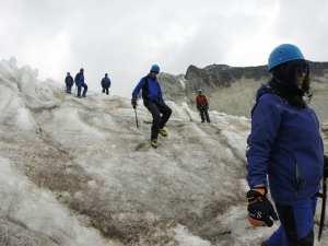 team-ice-climbing