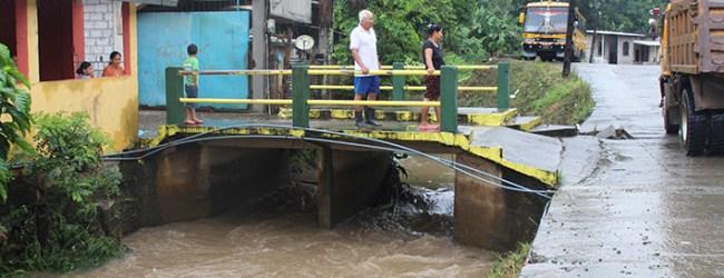 Maquinarias del equipo caminero realizaron limpieza del estero de La Loreto