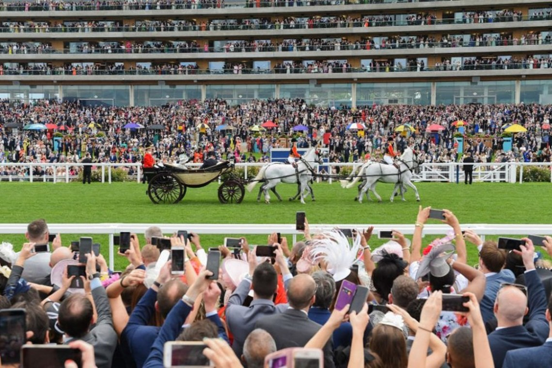 Royal-Ascot-carriage-grandstand
