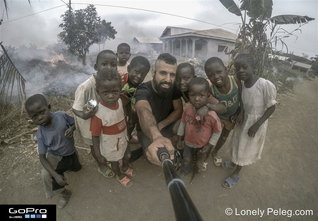 אני והילדים בכפרים של קמרון