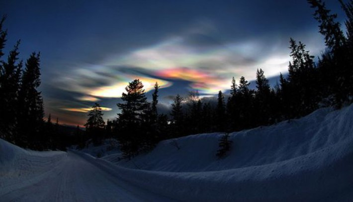 extraordinary natural phenomena glowing clouds