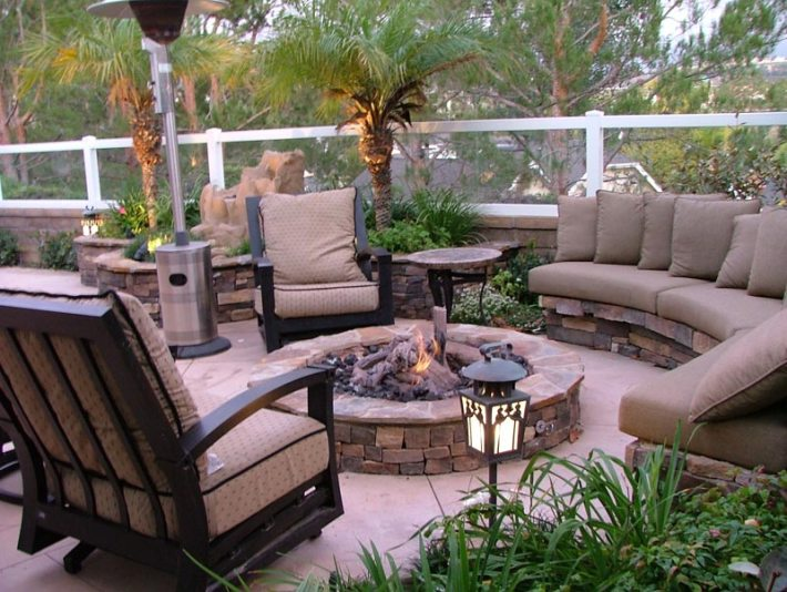 Outdoor Fire Pit Seating Ideas (19)