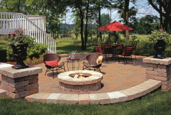 Outdoor Fire Pit Seating Ideas (5)