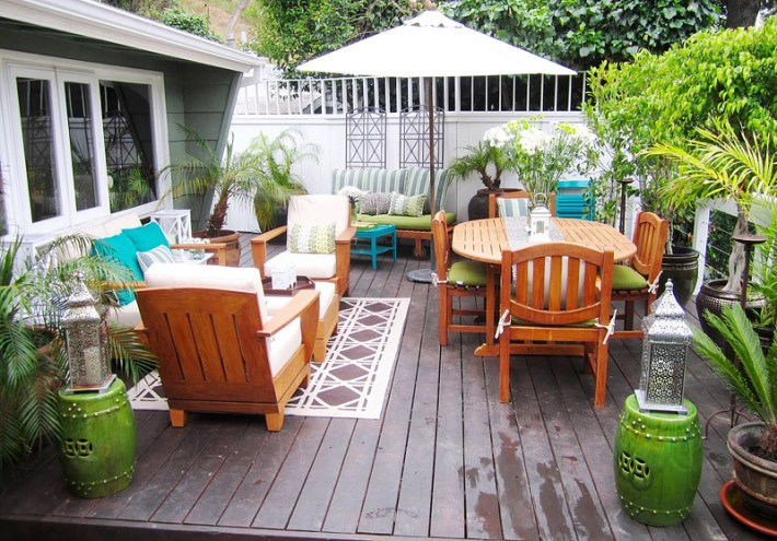 Decorate Your Deck With Plants