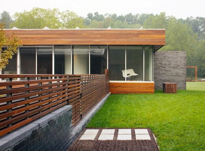 Horizontal Fence Panels: Modern Garden Design Ideas