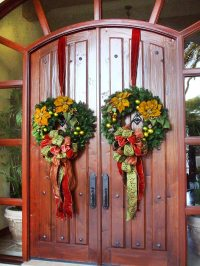 Christmas Front Door Decorations - Quiet Corner