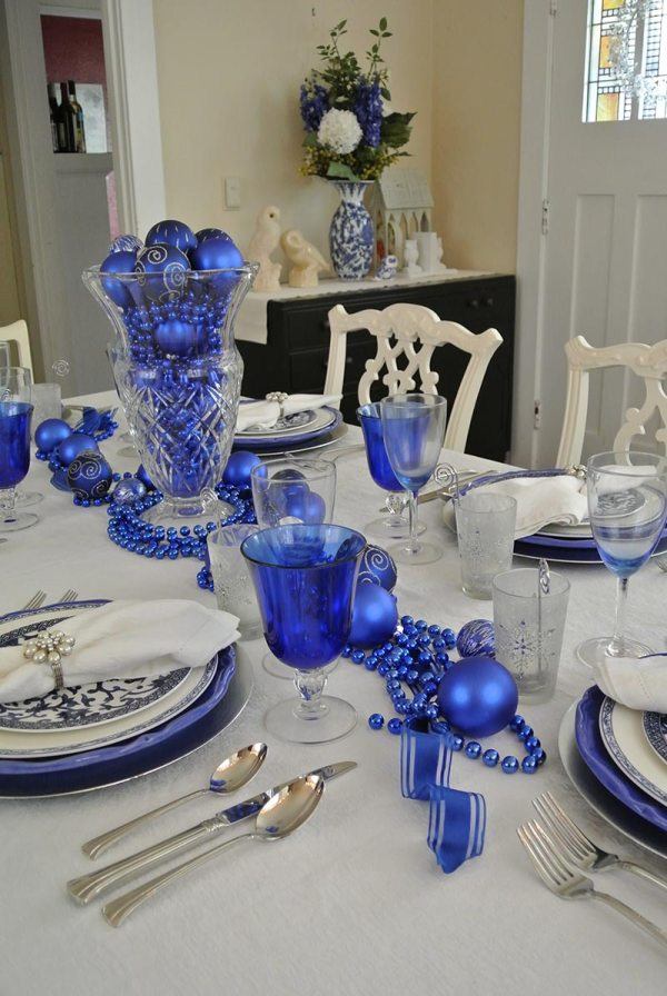 Blue and White Christmas Table Decoration Ideas