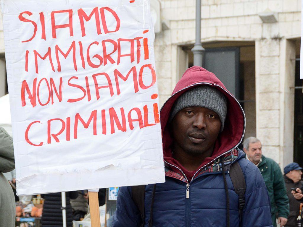 Immigrati in corteo Esseri umani non merce  QuiLivornoit