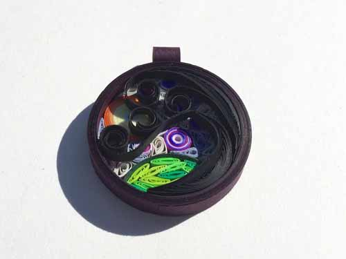 Harvest moon paper quilling mosaic pendant tutorial - Little Circles