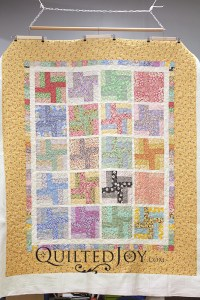 Susan's floral rail fence quilt has me dreaming of spring! Her busy fabrics needed a simple quilting design that would let the piecing sing!
