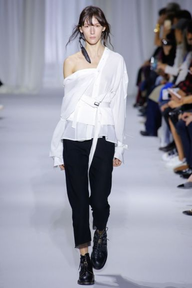 Ann Demeulemeester Spring 201 Ready-to-Wear Fashion Show