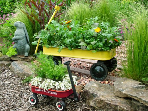 spring-backyard-projects-unique-container-gardens-wagon-quinju.com