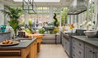Extending Your Kitchen Space with a Fantastic Sunroom Addition