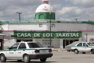 Sindicato de Taxistas Andrés Quintana Roo firma convenio educativo con UIAF