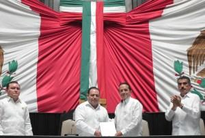 La XV Legislatura recibió Segundo Informe del gobernador @CarlosJoaquin : @CongresoQRoo