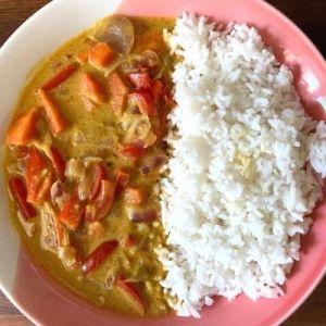Heura al curry con arroz