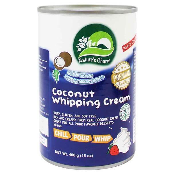 Crema de coco para batir Natures Charm, 400 gramos. No lleva azúcar, para que se pueda endulzar al gusto. Sin lácteos, sin gluten y sin soja.