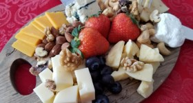 How to Make a Beautiful Cheese Plate for Two