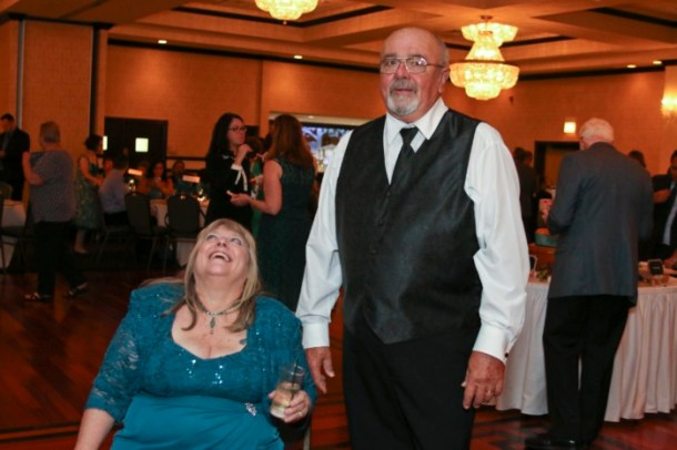 hilarious professional wedding photos  parents caught off guard