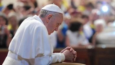 """Photo of El Papa lanza una app para """"rezar en línea"""""""