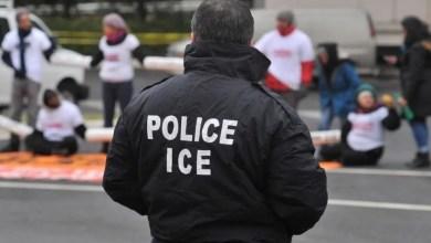 Photo of Lo último: hispano ofrece $4,000 a agente del ICE para que deporte a su esposa e hija