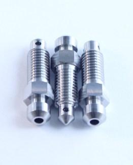 m7 titanium ontluchtnippel