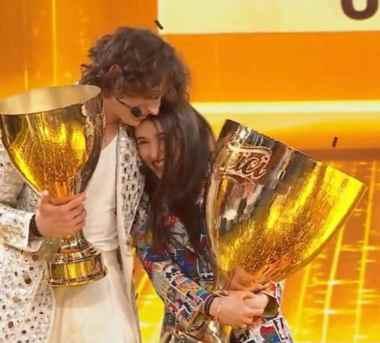 Sangiovanni e Giulia bacio