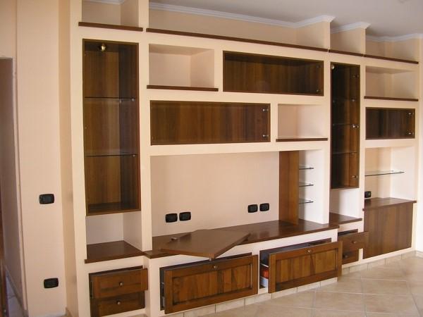 soggiorno moderno con pavimento in legno e muro bianco. Mobili In Cartongesso La Soluzione Per La Vostra Tv