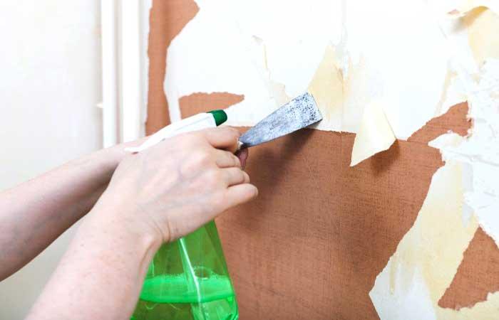 Se la carta è rimovibile basta sostanzialmente strapparla, ripulendo poi il muro con acqua calda e detergente e passando uno straccio asciutto per eliminare. Come Togliere La Carta Da Parati Consigli Per Rimuoverla Semplicemente Quotalo It