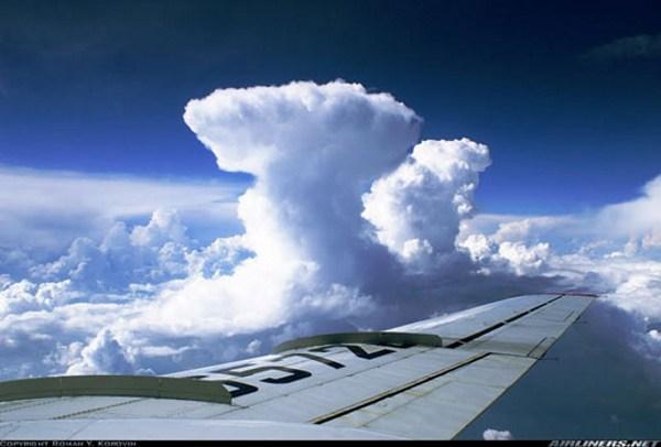 Awan Cumulonimbus tampak dari pesawat