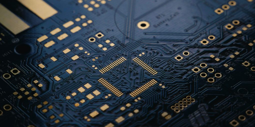 Sự thiếu hụt chip toàn cầu ảnh hưởng tới tất cả các nhà sản xuất smartphone, trừ Apple - Ảnh 1.