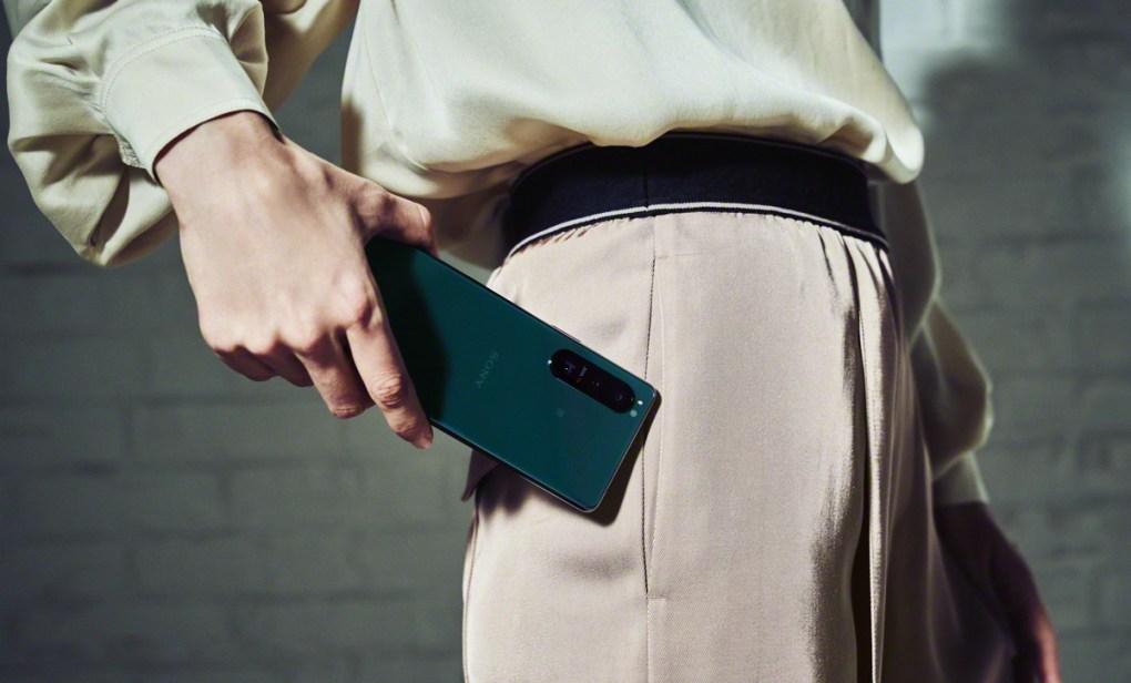 Sony Xperia 1 III và Xperia 5 III ra mắt: Màn hình OLED 4K, camera thay đổi được tiêu cự, Snapdragon 888, giá 29.9 triệu đồng - Ảnh 1.