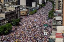 """MILES DE OPOSITORES SE CONCENTRAN EN """"TOMA DE CARACAS"""" PARA PEDIR REVOCATORIO"""