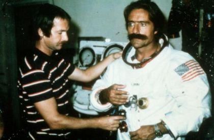 miguel de la quadra astronauta traje