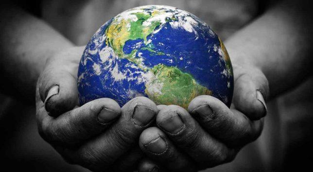 planeta-tierra-en-manos