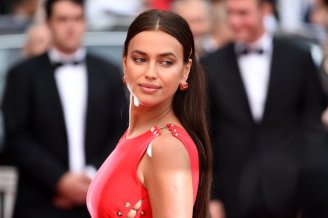 Irina-Shayk-Red-Versace-Dress-Cannes-2018 (1)