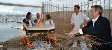 pinoso-josefa-navarro-y-paco-gandia-cocinan-el-arroz-mejor-arroz-del-mundo-en-el-aniversario-del-monastrell-1